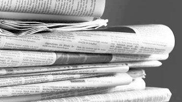 Ein Zeitungsstapel